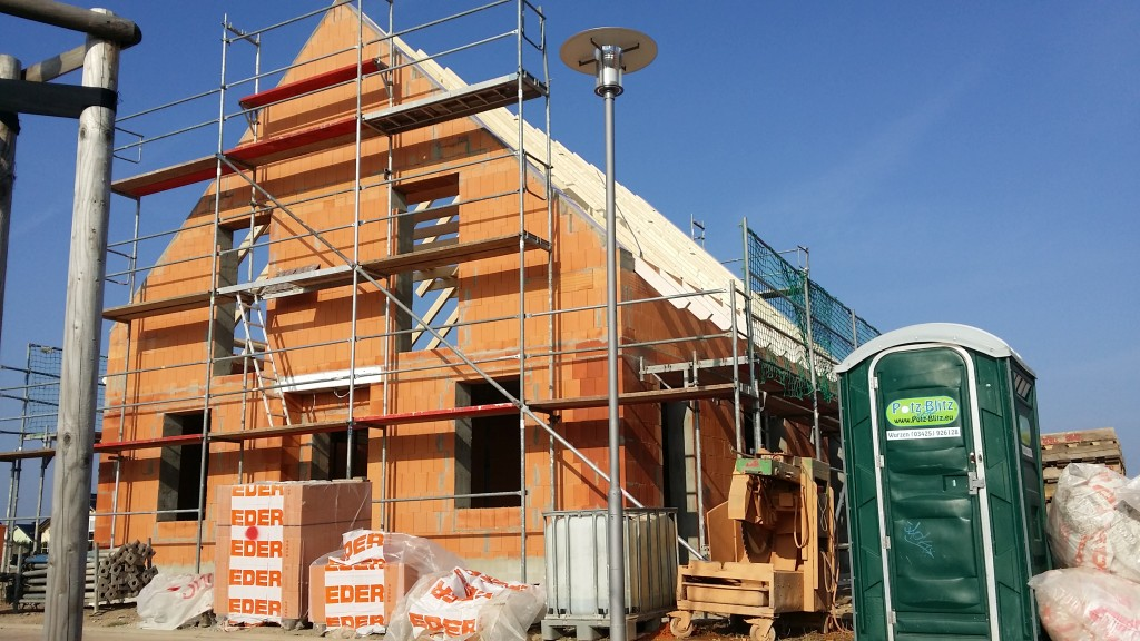 Rohbau mit Dachkonstruktion