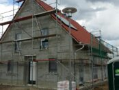 Haus mit Aufdachsolarfläche Warmwasser