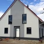 Breiter grauer Streifen Hausfront
