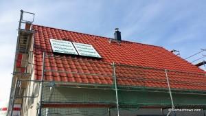 rotes Dach, Schornsteinkopfverkleidung in anthrazit