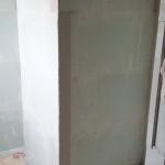 Innenwände der Dusche und des Urinals