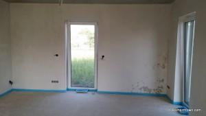 Wand im Wohnzimmer trocknet