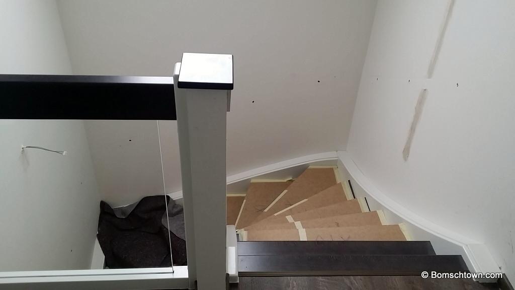 treppe und beleuchtetes treppengel nder hausbau in bomschtown. Black Bedroom Furniture Sets. Home Design Ideas