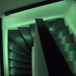 Treppenhaus leuchtet grün