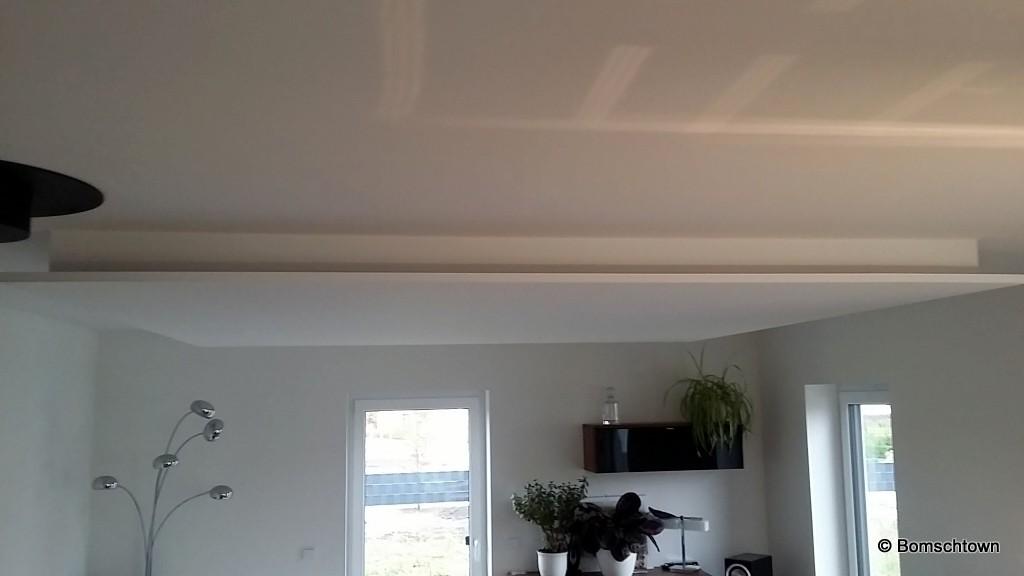 beleuchtung wohnzimmer abgehangene decke hausbau in bomschtown. Black Bedroom Furniture Sets. Home Design Ideas