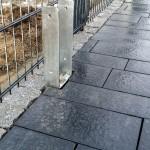 Granit-reihe schützt gegen Verrutschen