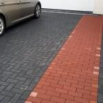 Schwarz ist die Einfahrt, rot der Weg zur Hauseingangstür