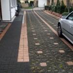Sehr aufwändig gestaltete, unterschiedliche Arten von Steinen und einen deutlich erkennbaren Fahrtweg
