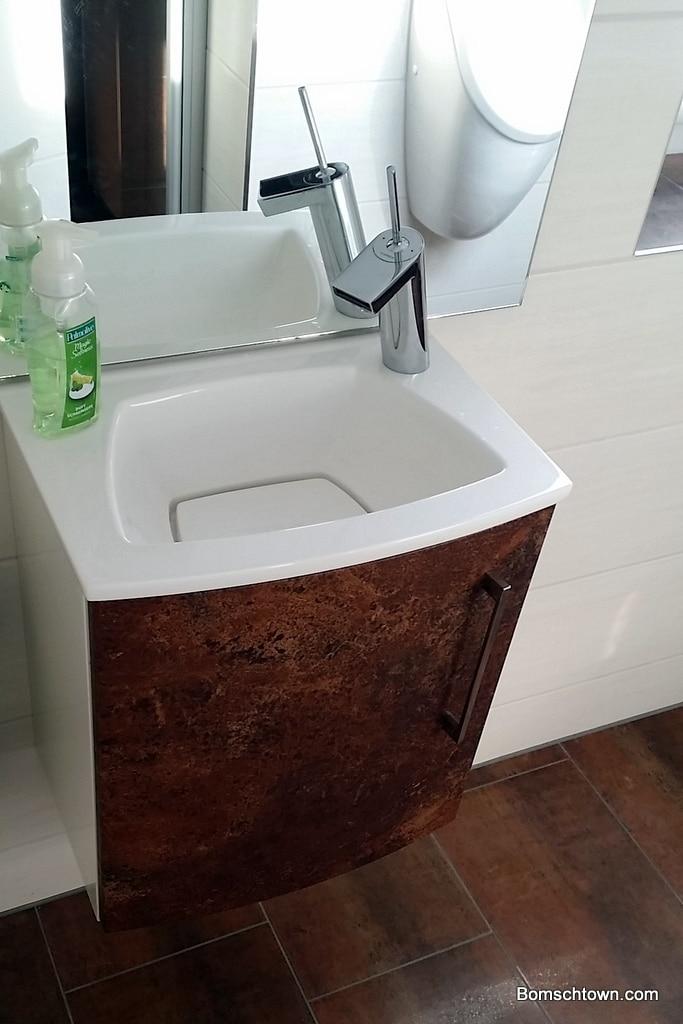 Heibad Saphir Waschbecken und Unterschrank
