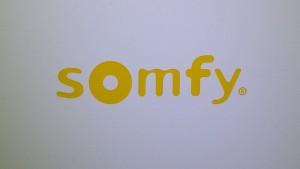 Das Somfy Logo auf der Tahoma Box