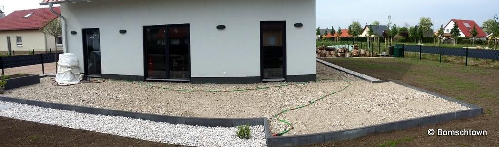 Terrasse wurde umrandet und mit BEtonrecycling aufgefüllt