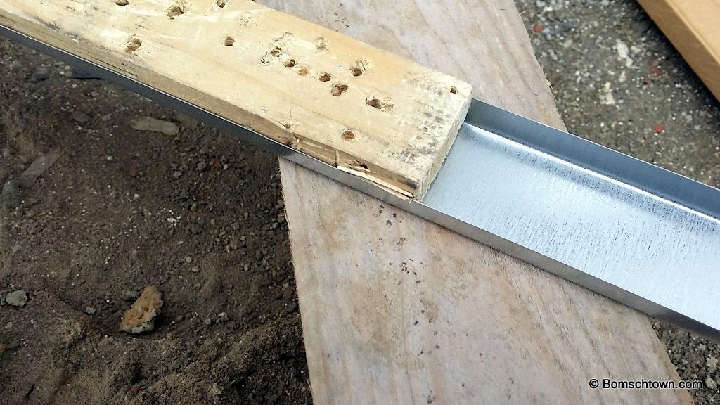 Holzstück als Vibrationsschutz