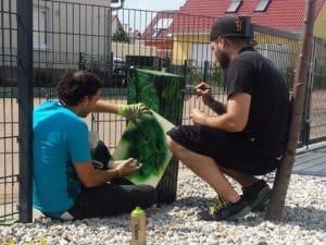 Graffiti: Schablone und Pinsel