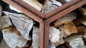 Woodbee Detail der Holzunterstand-Skulptur