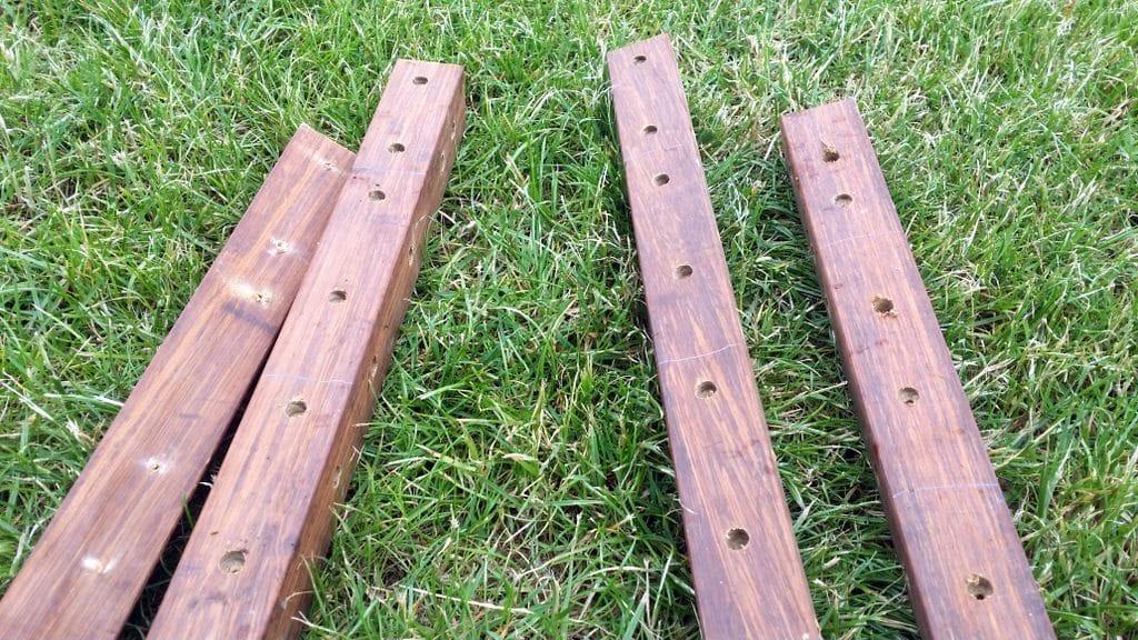 4 Pfosten aus Bambus mit Löchern