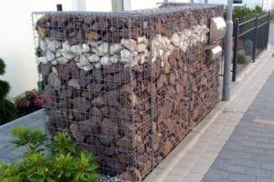 muelltonnenbox gabionen mehrfarbige Steine