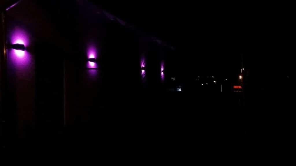 Bomschtown leuchtet pink