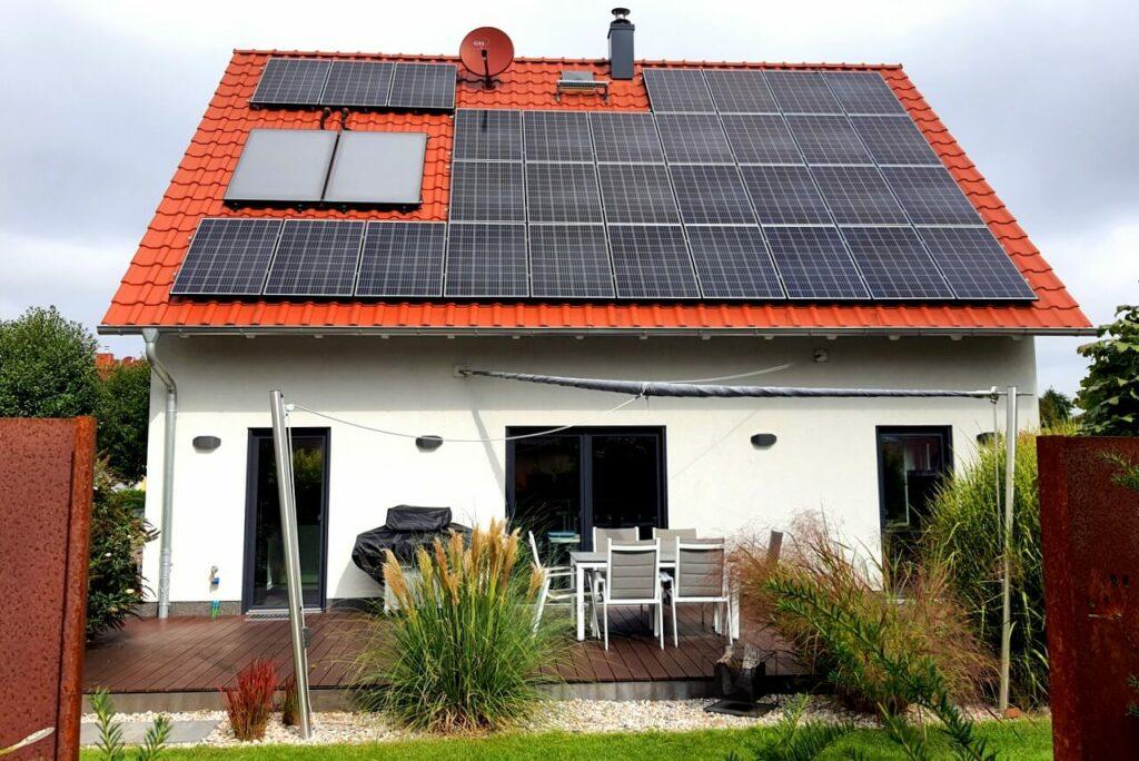 Bomschtown mit Photovoltaik-Anlage
