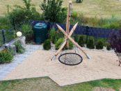 Einpunktschaukel im privaten Sandkasten